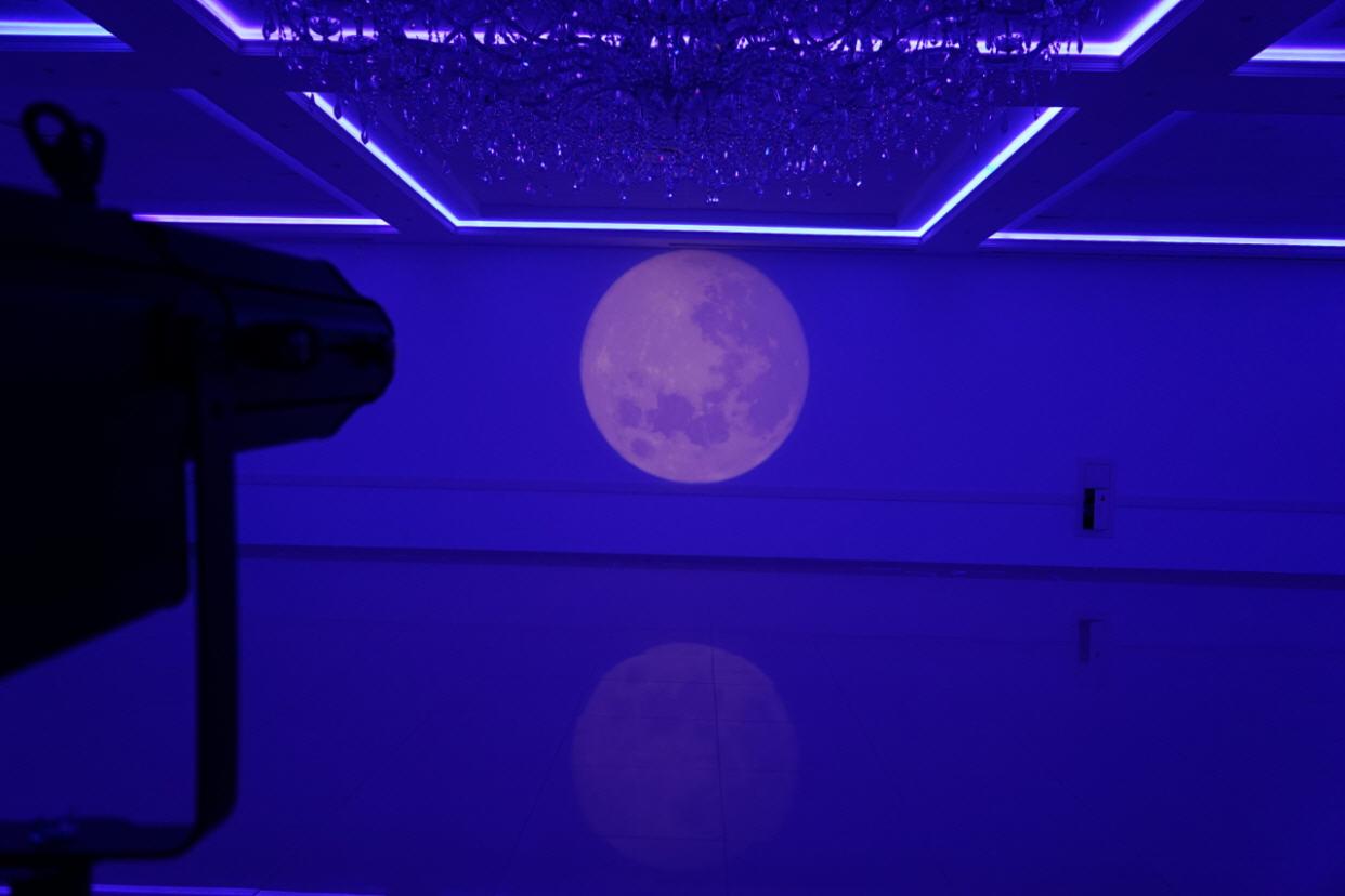 sound2light.nl-lichtprojecties-maan